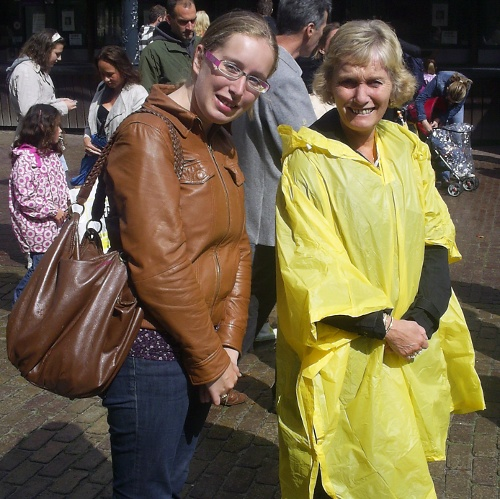 We arrive at Artis just in time to get weed on by the weather gods - thank goodness for Artis ponchos