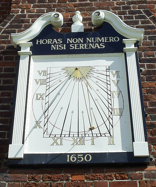 Aldeburgh, sundial on the Moot Hall