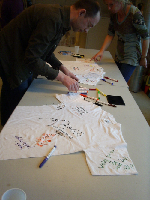 David and Annelies scribble on T-shirts ... it was that sort of day, you just had to be there.